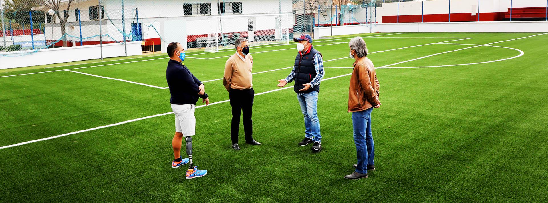 El fútbol 7 estrena césped y nuevo sistema de riego en San Pedro Alcántara