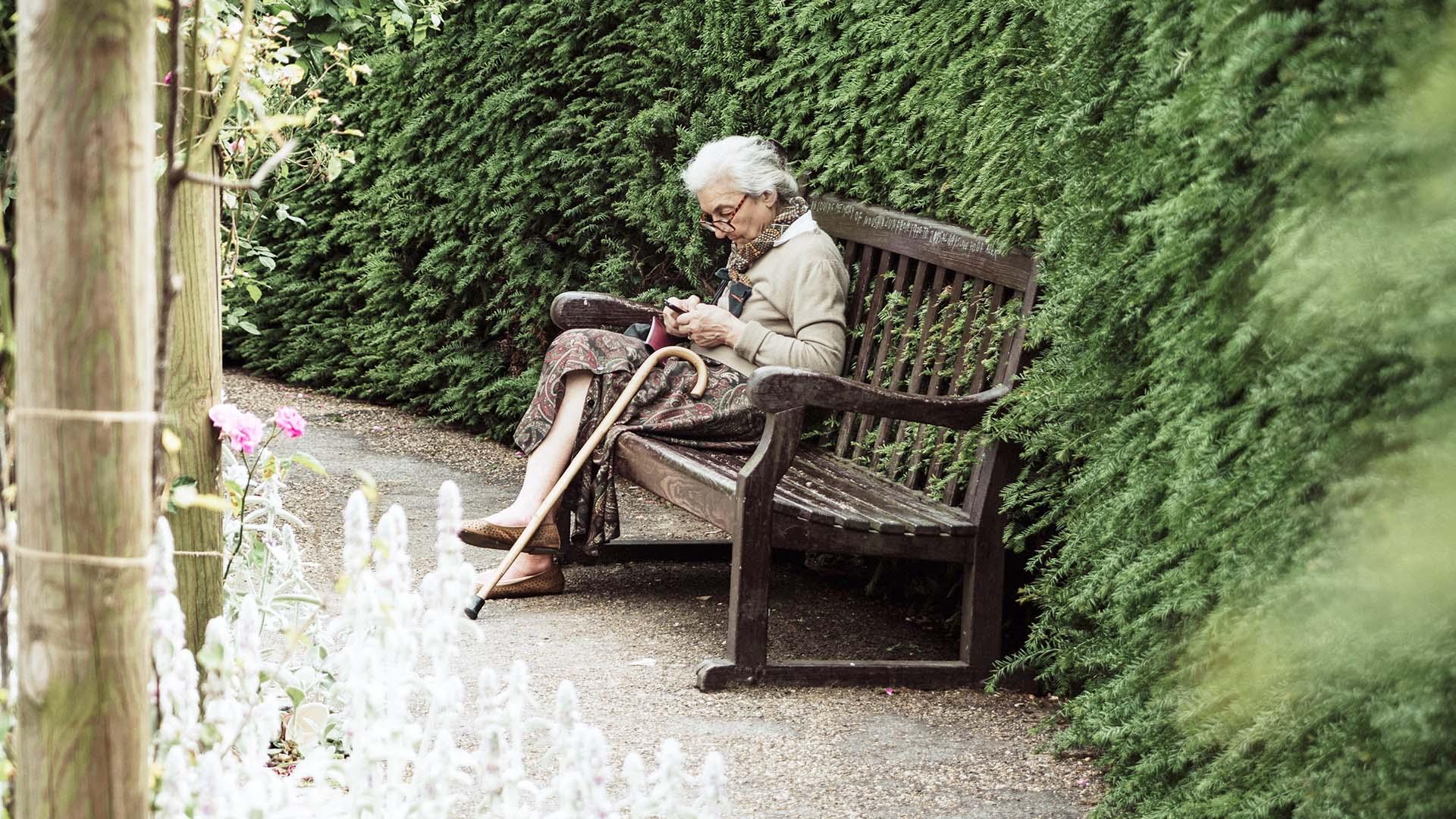 Más psicólogos para detectar el maltrato a las personas mayores