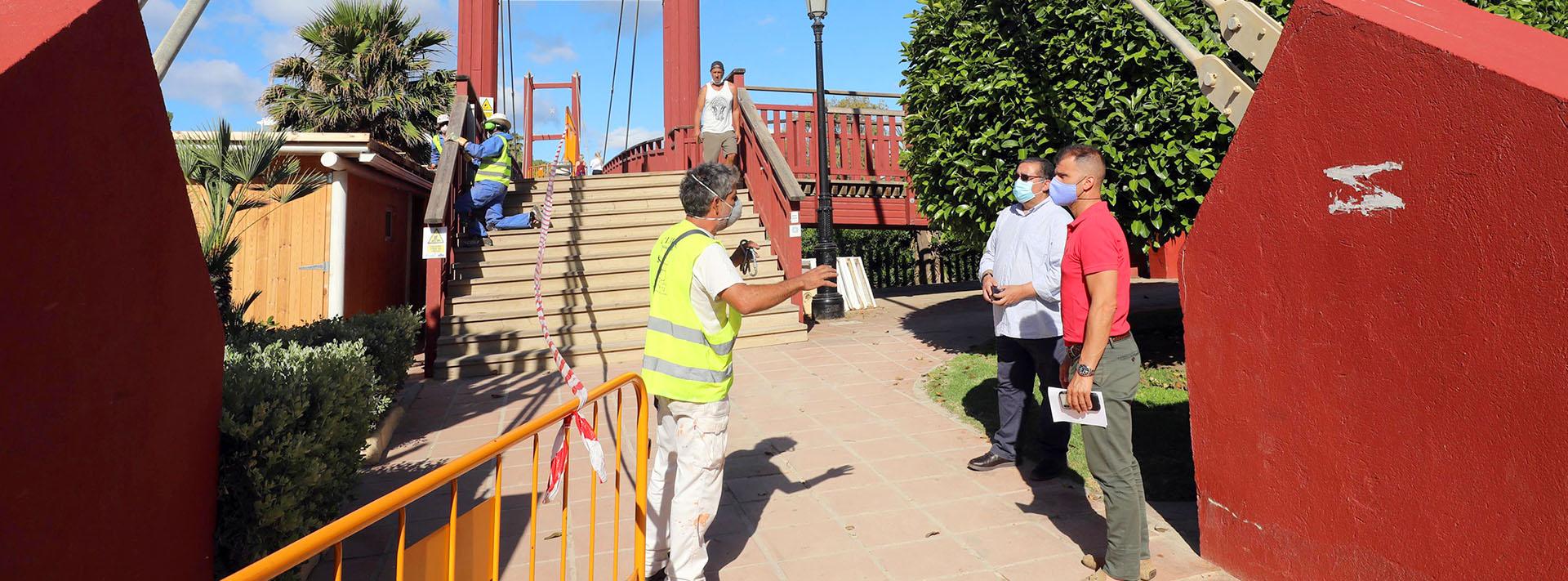 El Ayuntamiento acomete obras de mejora en la Pasarela de Río Verde
