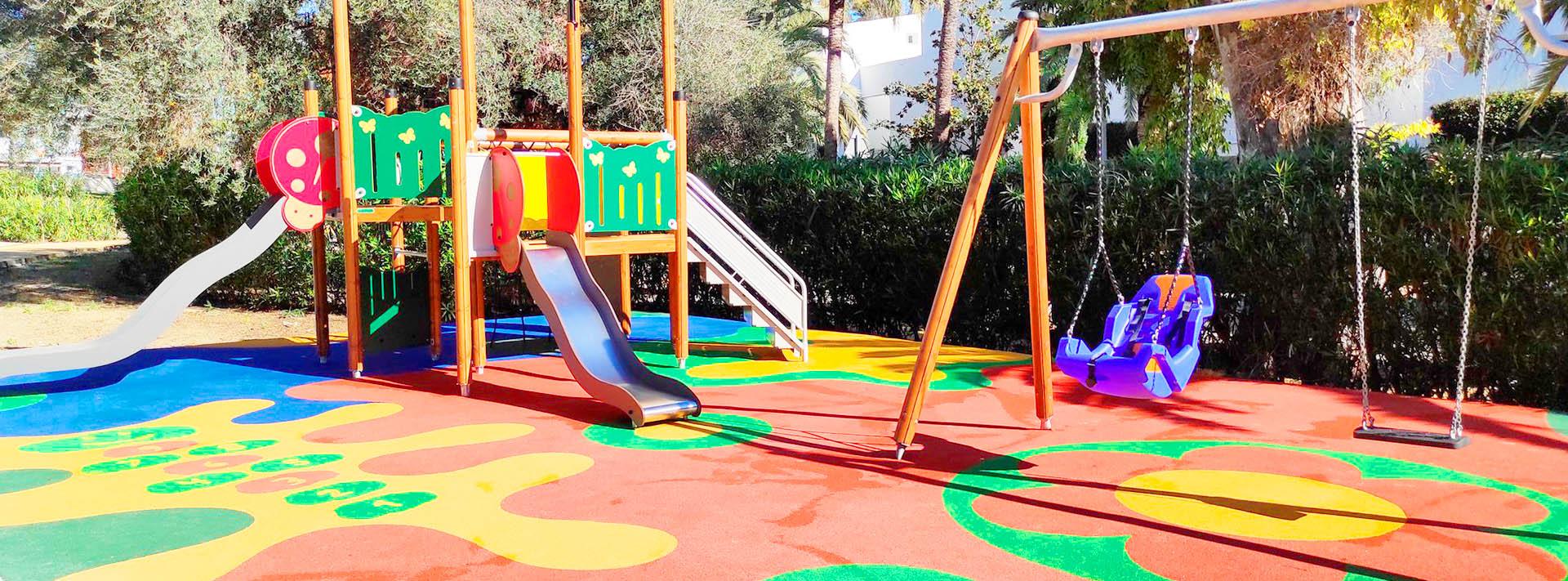 Nuevo parque infantil adaptado en la zona de Guadalmina