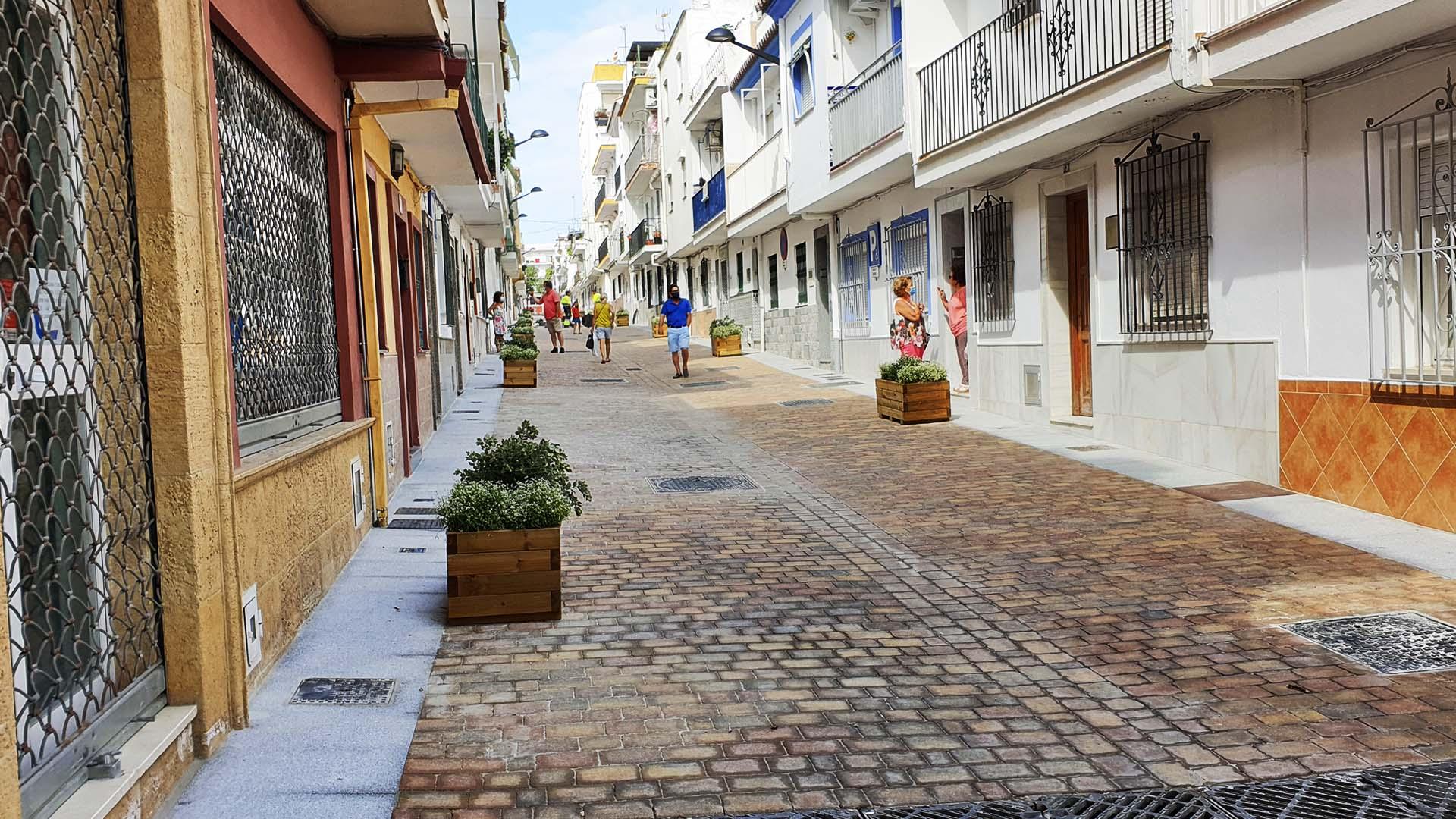 El Ayuntamiento da por finalizas las obras en cuatro calles de Los Catalanes