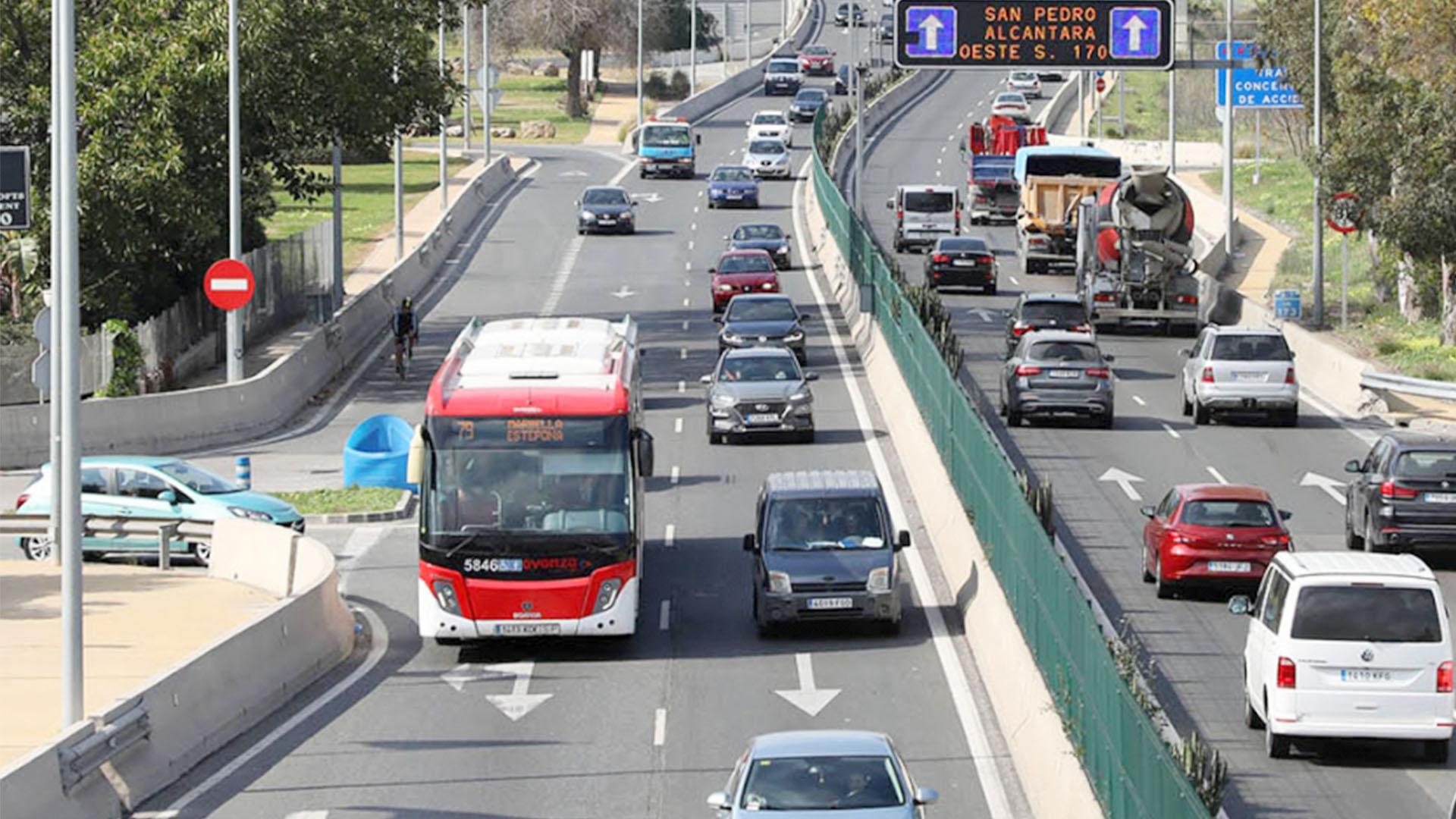 Se refuerzan este verano las líneas de autobús 12 y 13 de Nueva Andalucía y San Pedro Alcántara